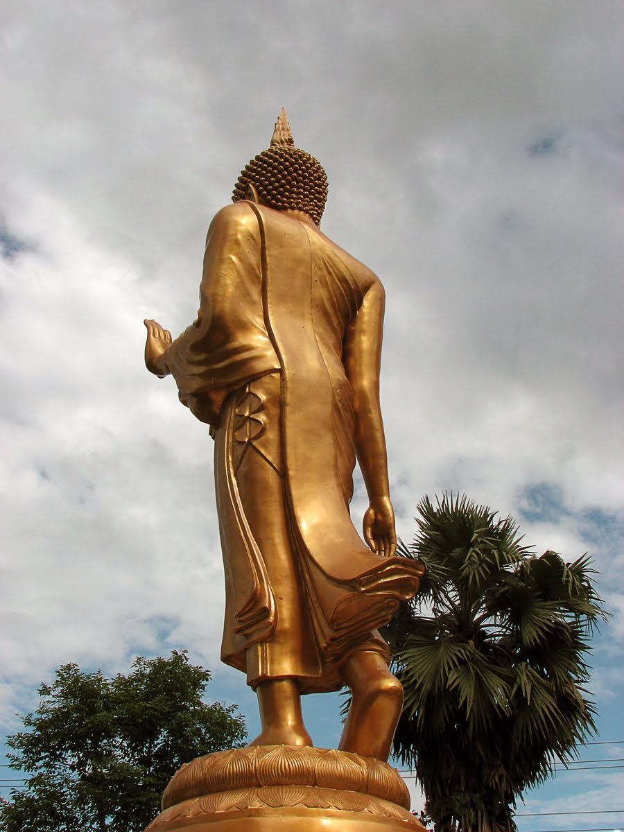 the world of statues the walking buddha from temple wat