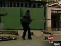 スペインの警察官ゲートの取り外しで失敗