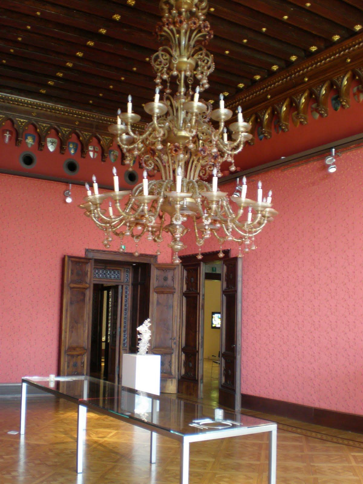 lampadari venezia : Venezia: i lampadari in primo piano nobile del palazzo Cavalli ...