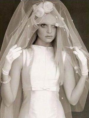 vestido+zibeline+modelo+anos+60+camelias+luva+curta+-+noiva+wanda+borges+para+vogue+noiva