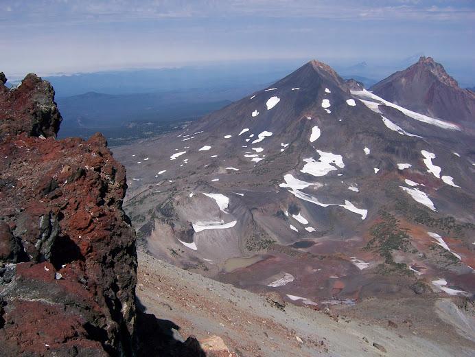 Der Gipfel mit Middel und North Sister  im Hintergrund