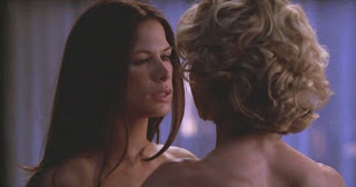 Kelly Carlson and Rhona Mitra Nip/Tuck, Lesbian kiss TV lesmedia