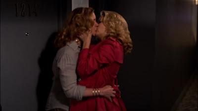 Elizabeth Perkins and Jamie Denbo, Lesbian Kiss
