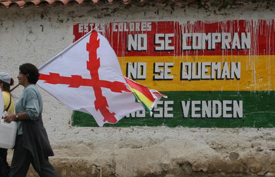 http://2.bp.blogspot.com/_U3Q2vQ8psHs/TCt2P43ZkeI/AAAAAAAAAAs/jxHYRcwAcfs/s1600/sucre+bandera+chuquisaca.jpg