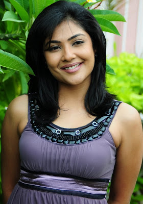 Kamilini Mukharjee in short frock photo gallery wallpapers