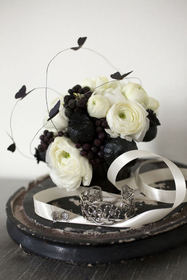 black and white wedding flower. lack and white wedding flower