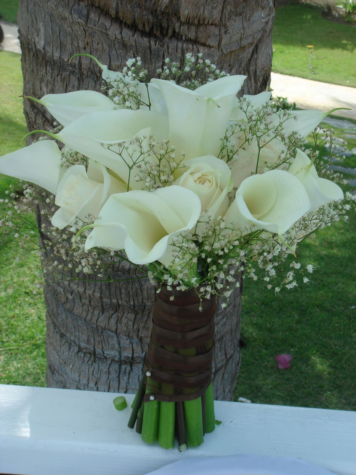 bouquet bridal white calla lilies, roses and baby's breath bouquet, Natural flower