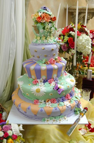 Wedding Cakes Pictures: Alice in Wonderland Cakes