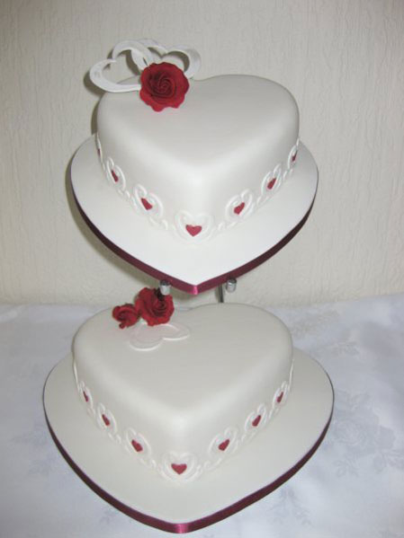 white wedding cakes with red roses. Heart white wedding cake with