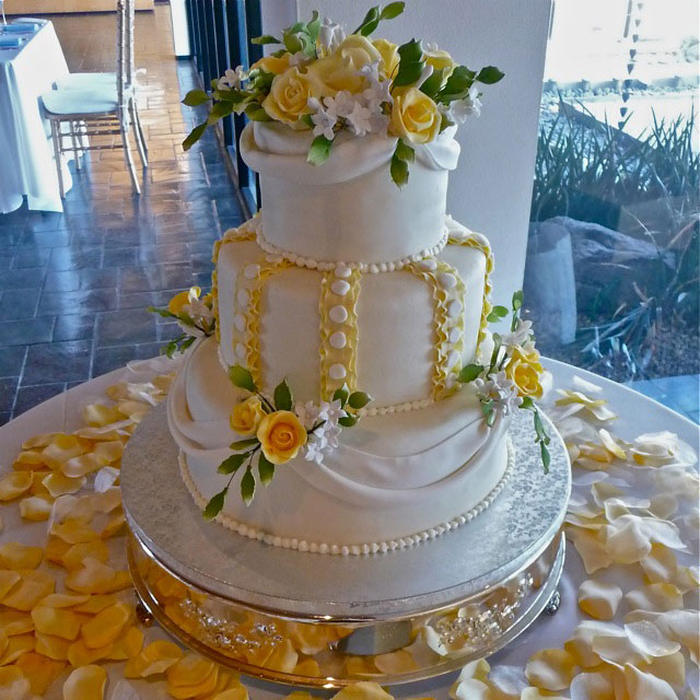 Beautiful white and yellow wedding cakes ideas