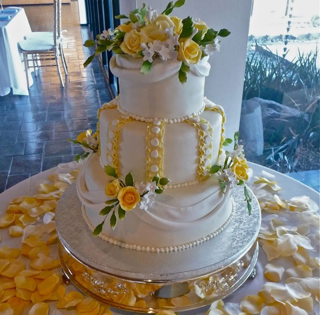 Wedding Cakes Pictures Yellow And White Wedding Cakes