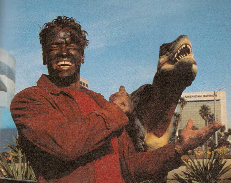 http://2.bp.blogspot.com/_U5OmWgNVk8k/S-ugfuzKhLI/AAAAAAAABgo/senCCZal-N8/s1600/Last+Action+Hero+-+Arnie+%26+dinosaur1.jpg