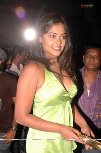 Hot Masala Actress Telugu Bindu Madavi Boob Show And Cleavage