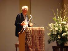 Charles Taylor inaugurando el Seminario John Main 2007 en Montreal.