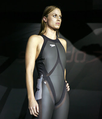 Amanda Beard in swimsuit Wallpaper