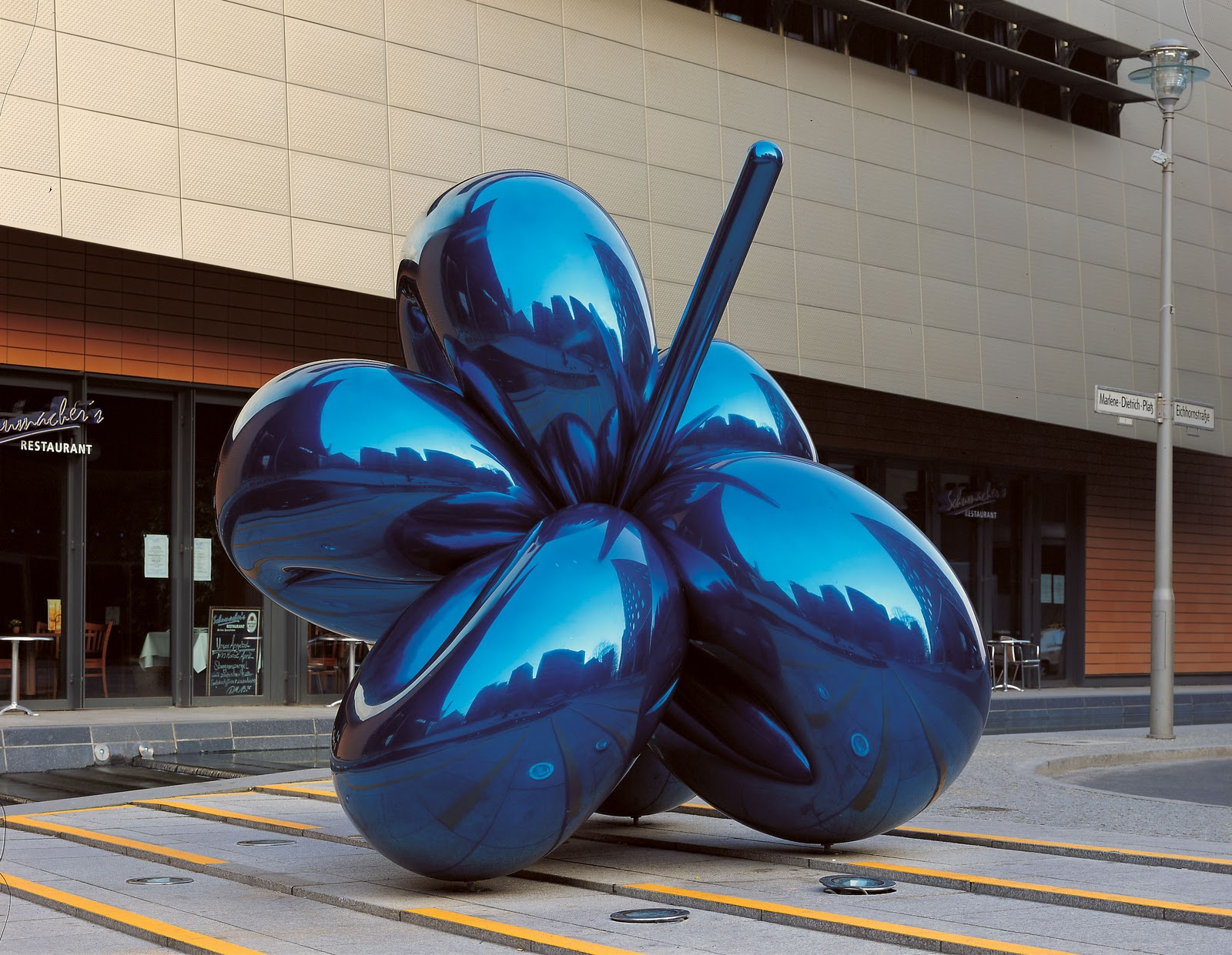 jeff koons balloon flower modern design by. Black Bedroom Furniture Sets. Home Design Ideas