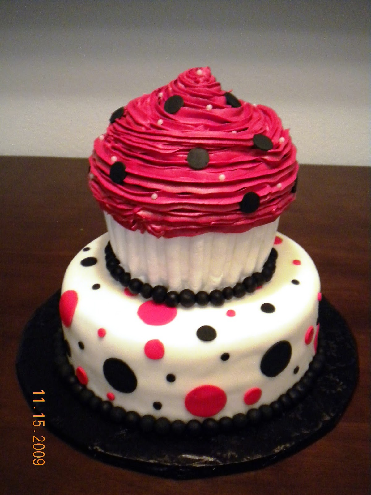 Red Black And White Wedding Cupcakes Viewing Gallery