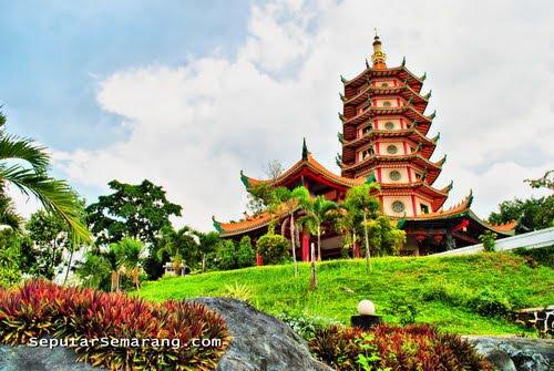 http://2.bp.blogspot.com/_U8PRlSoF_Wg/THdstBEI4WI/AAAAAAAAA5E/KYugU8tSV0g/s1600/Pagoda+Tertinggi+di+Vihara+Buddhagaya+Watugong,+Semarang.jpg