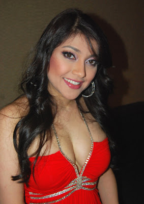 CLICK ON: Foto-foto hot sarah azhari