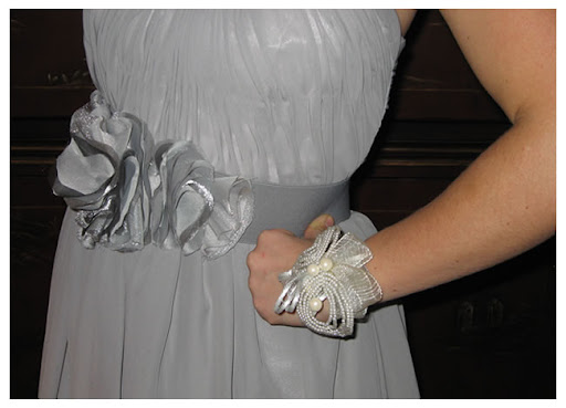 DIY bridesmaid wedding belt1 DIY Inspiration: Ruffled Belt 