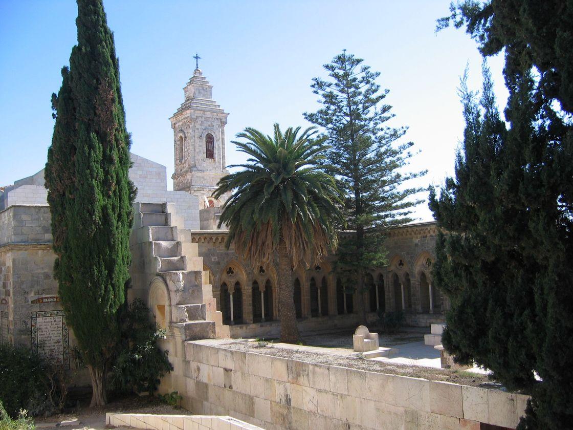 un sacerdote en tierra santa iglesia pater noster posible lugar de la ascensi 243 n