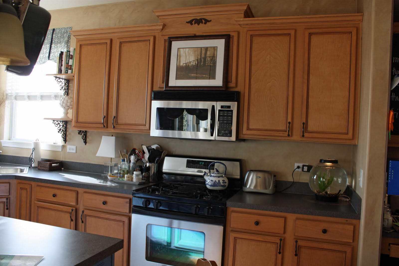 Kitchen Staggered Cabinets Crown Molding