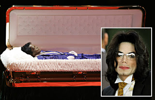 Micheal Jackson body borne in golden coffin