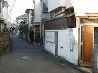 【照片:從神社旁的小路右轉進去後碰上的第一個岔路】