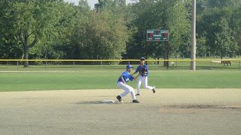 Na defesa Bruno e Massao pegando a bola do Catcher para matar o corredor