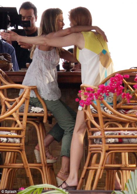 Aniston and Kidman films an over-the-top greeting at the beach bar
