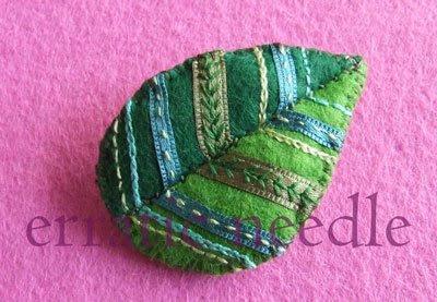 pregadeira folha verde em feltro bordado