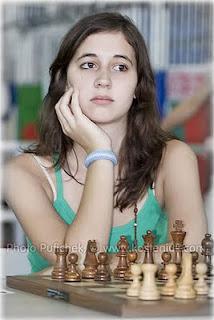 Maria Belen Sarquis Argentina smart