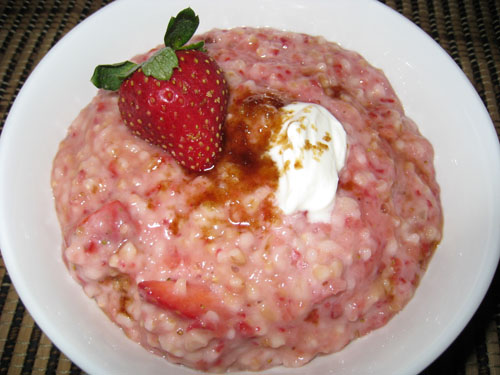 Strawberries with Sour Cream and Brown Sugar Oatmeal