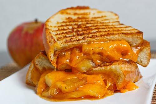 Caramelized Apple Grilled Cheese Sandwich