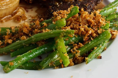 Green Beans with Parmesan Bread Crumbs on Closet Cooking