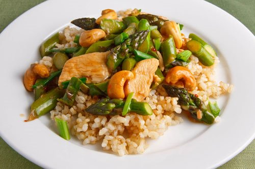 Asparagus and Cashew Chicken Stir-fry on Closet Cooking