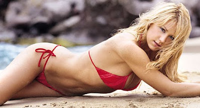 http://2.bp.blogspot.com/_UJVO6oVrQKs/TUgIafmW_gI/AAAAAAAAA8U/I2-xWF1Czo4/s800/anna-kournikova-bikini-maxim-preview.jpg