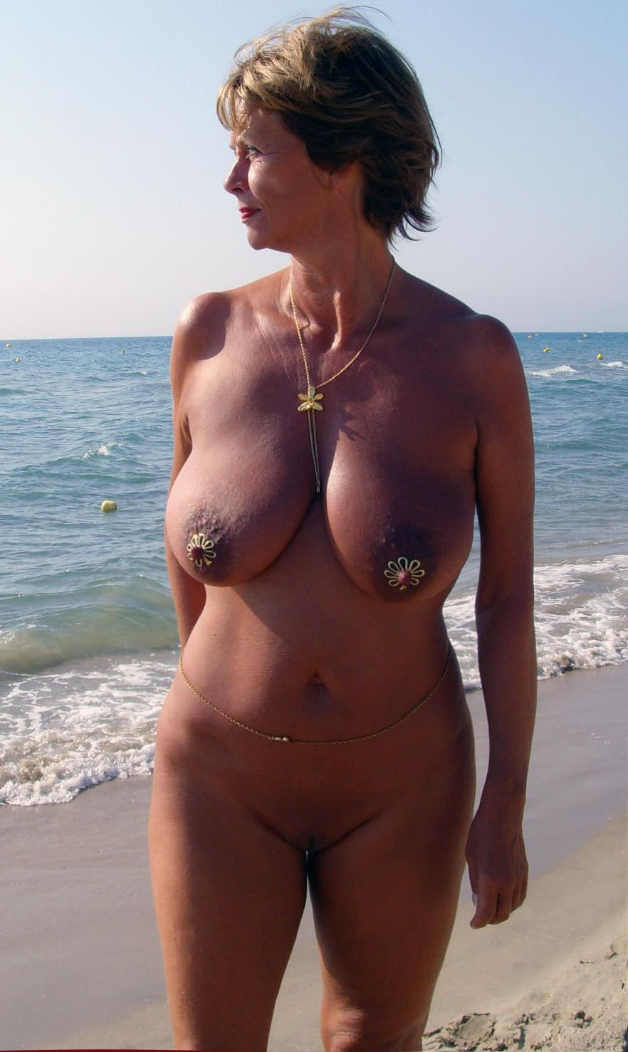 Shaved muture nude