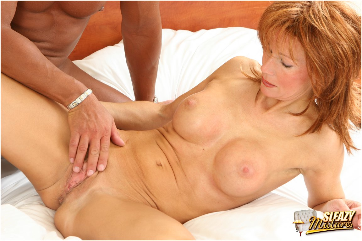 shaved-mature-pussy-02.jpg