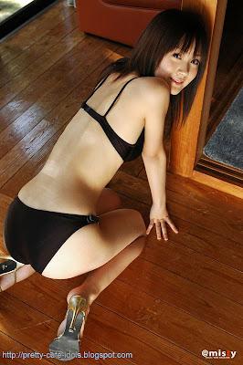 Syouko Hamada Sexy Asian bikini girl