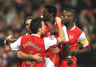 Emmanuel Adebayor of Arsenal (2R) celebrates with Mathieu Flamini (L), Francesc Fabregas (2L) and William Gallas