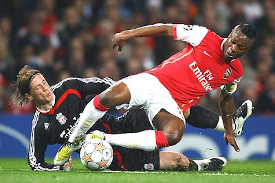 Fernando Torres of Liverpool is challenged by William Gallas of Arsenal