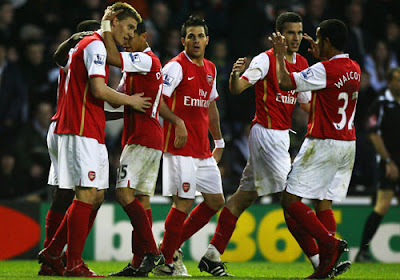 Arsenal players celebrate after going 1-0 up