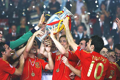 Fernando Torres of Spain lifts the trophy with teammates after winning the Euro 2008 title.