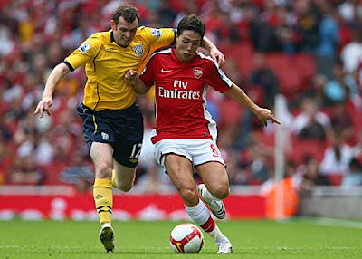 Samir Nasri of Arsenal (right) battles for the ball with Craig Beattie of West Bromwich Albion.