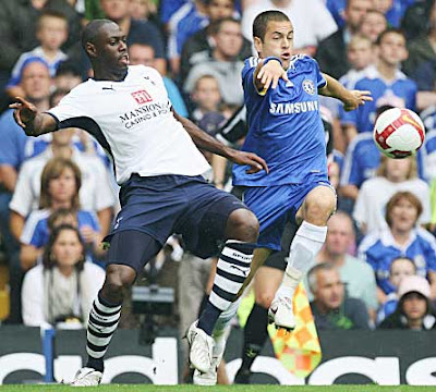 Ledley King (left) of Tottenham Hotspur and Joe Cole of Chelsea challenge for the ball during their Premier League match at Stamford Bridge on August 31, 2008 in London, England.