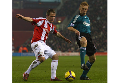 Glenn Whelan of Stoke City competes for the ball with Dirk Kuyt of Liverpool