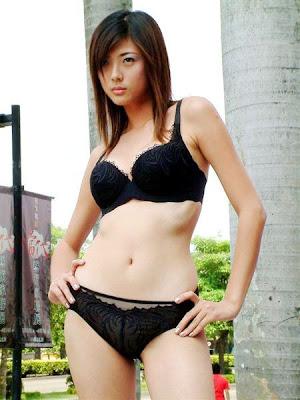Hotties Sexy Taiwanese Idol in Black Bikini : Chen Xin Ting