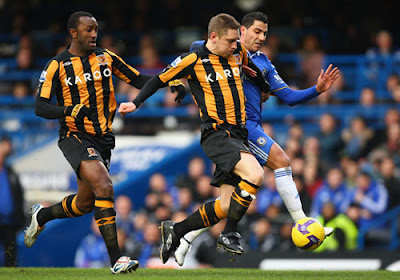 Ricardo Quaresma of Chelsea battles for the ball with Andy Dawson and Kamil Zayatte of Hull City
