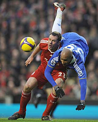 Jamie Carragher of Liverpool tangles with Nicolas Anelka of Chelsea.